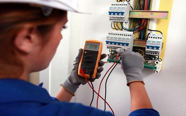 Đừng tự ý sửa điện nước khi không có thợ sửa điện nước tại TpHCM